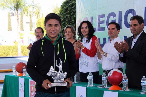Abanderan a deportistas potosinos para juegos nacionales en Morelia
