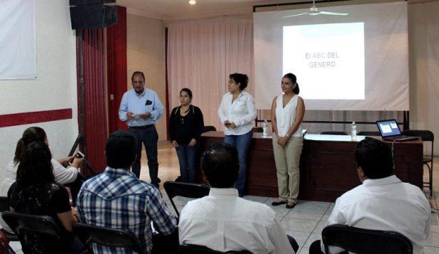 Instituto de las Mujeres  capacita a personal del DIF