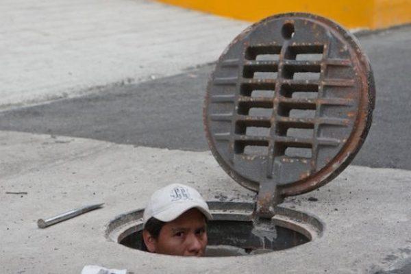 Apuntalan las rejillas del drenaje para evitar robos