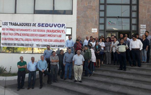 """Arrecian protestas de trabajadores de Seduvop contra """"Marichuy"""""""