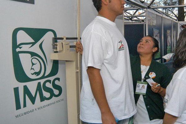 Verifican avance en obras de unidad médica de IMSS en Tancanhuitz