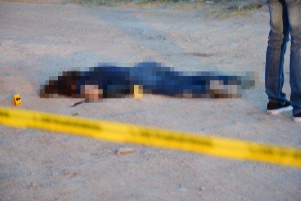 Asesinan a tiros a una mujer y a un joven
