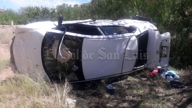 Vuelca vehículo en la carretera Querétaro