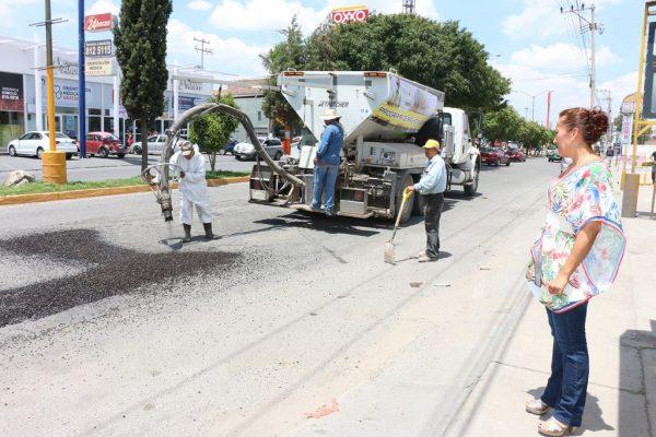 Continúa avante el programa de bacheo en calles y avenidas