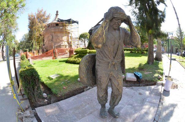 "Reinstalan a ""El Aguador"" en la Calzada de Guadalupe"