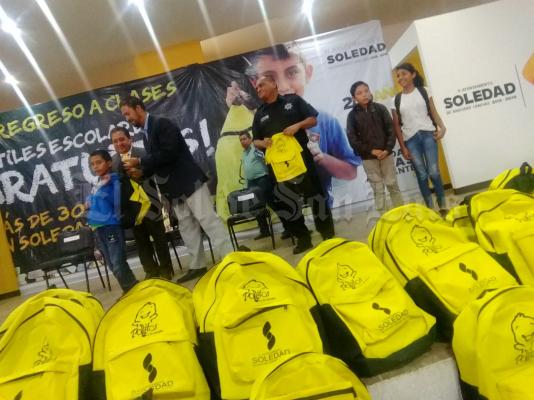 Concluye entrega de útiles escolares en Soledad