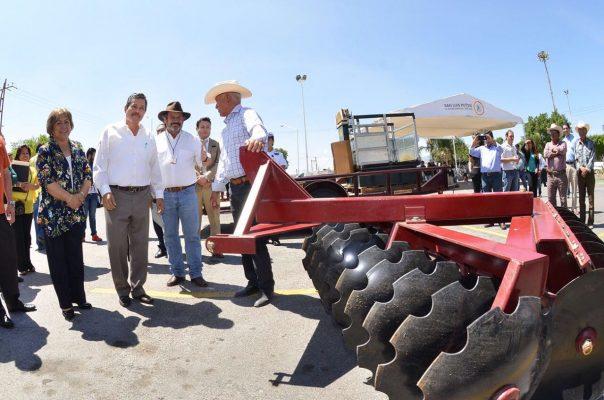 Entregan equipo y material agrícola a productores