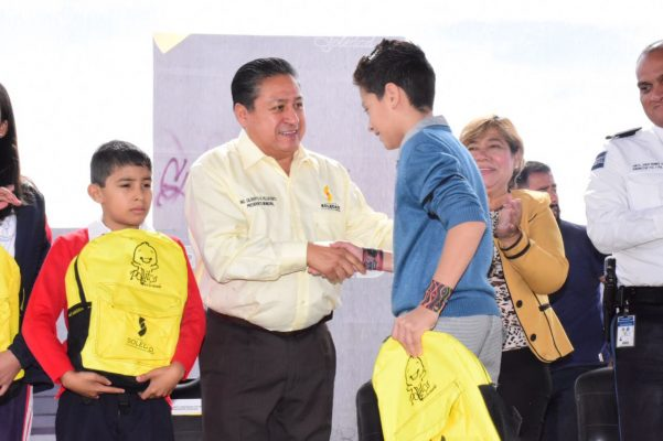 Entrega Alcalde 30 mil paquetes de útiles escolares
