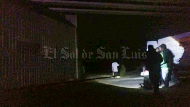 Encuentran a una persona colgada en puente en Av. Insurgentes