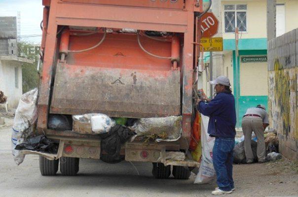 Dona particular, camión  para el Servicio de limpia