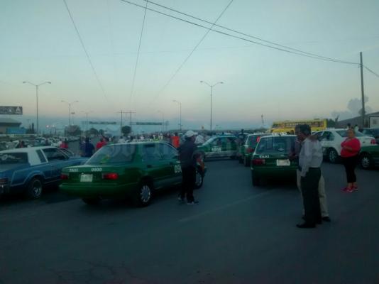 SCT debe poner orden entre taxistas y Uber: Mons. Cabrero