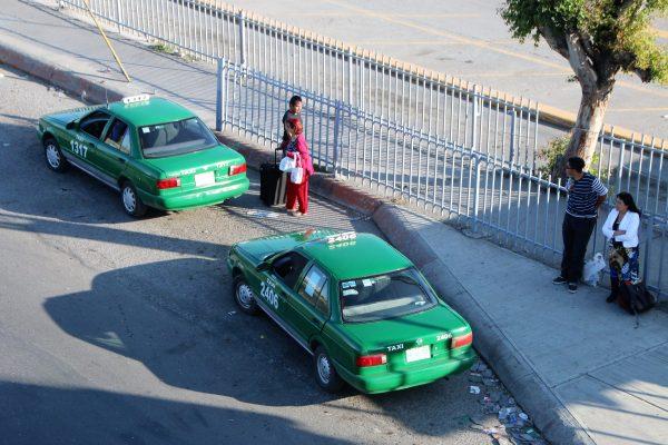 Llaman al orden a taxistas
