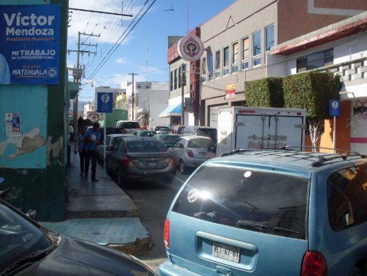 Más de 35 mil automóviles en Matehuala rebasan la capacidad de aforo de las calles