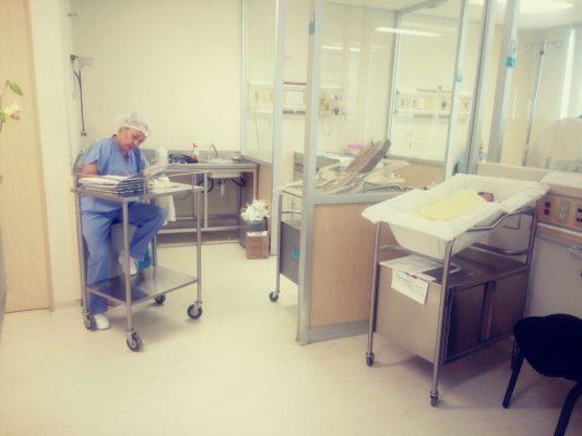 Trillizas hospital niño y la mujer (2)