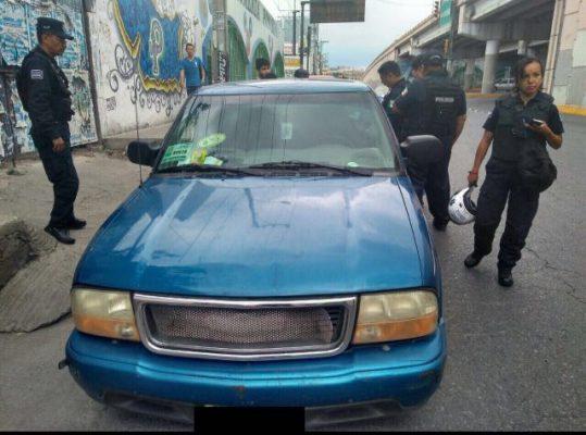 Oficiales brindaron auxilio a ciudadano para recuperar camioneta robada