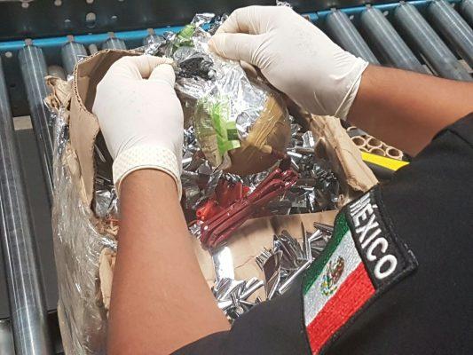 Decomisan 11 kg de pirotecnia y 5 cargadores en el Aeropuerto de SLP