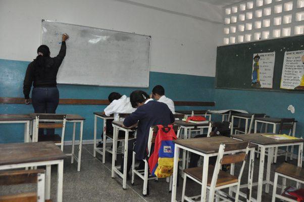 Jóvenes en el altiplano abandonan estudios por falta de recursos