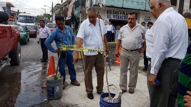 Rehabilitan drenaje colapsado en el centro