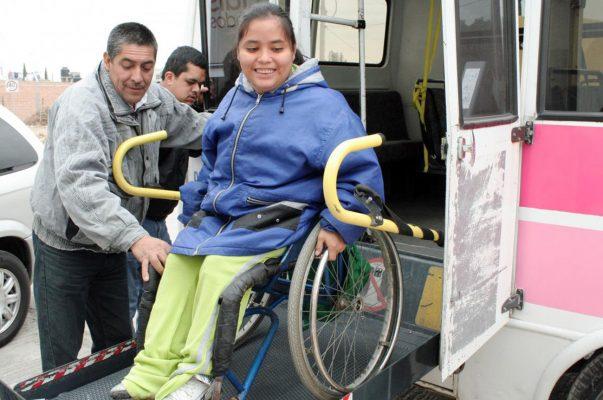 DIF ofrece transporte adaptado para poblacion vulnerable en la Fenapo