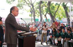 México resiste adversidades