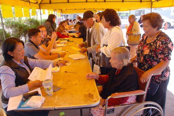 Entrega Desarrollo Social  apoyo a adultos mayores