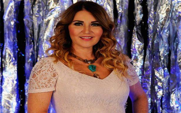 Alicia Villareal, empoderada profesionalmente y enamorada de su familia