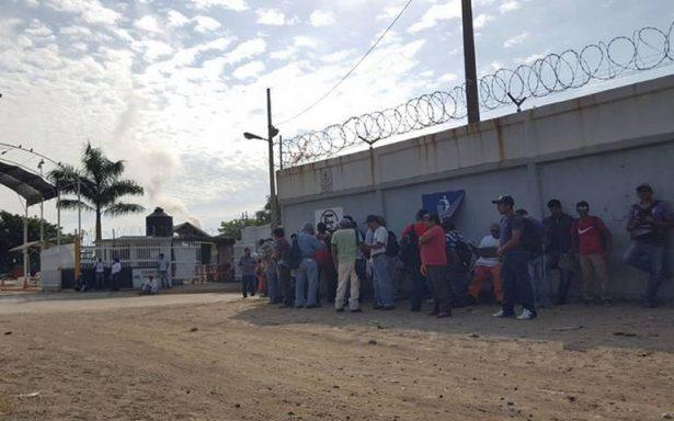 Anhelan obreros ser contratados en Refinería Madero