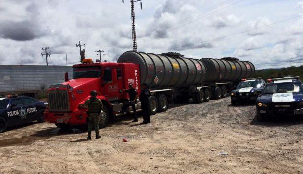 Militares aprehenden a dos tripulantes de tráiler robado