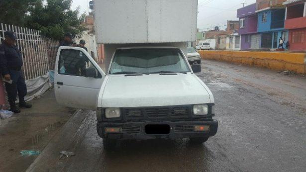 Recuperan vehículo con reporte de robo y detienen al conductor