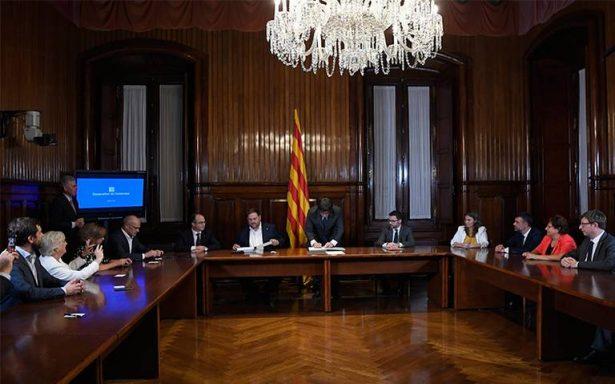 Cataluña aprueba ley para su independencia; convocan a referéndum