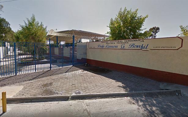 Padres de familia, cerraron escuela por falta de maestros