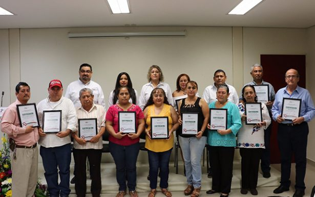 Entregan certificados a establecimientos 100% libres de humo en la Huasteca