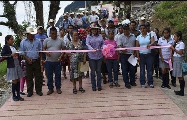 Destina municipio 10 mdp para  obras de pavimentación