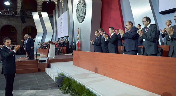 Asiste Gobernador Carreras a 5° Informe de Gobierno de EPN
