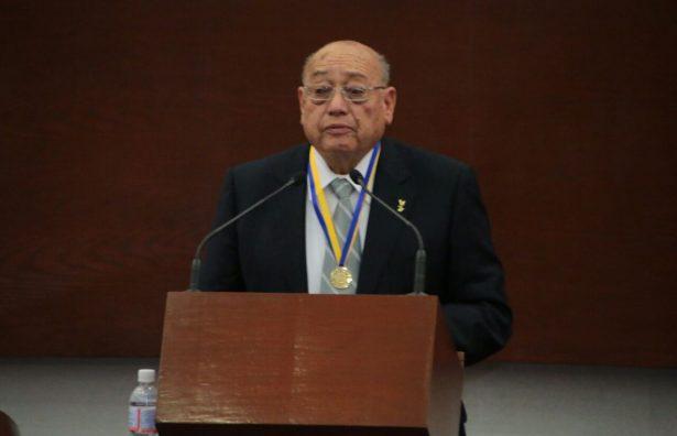 Recibe José Morales Reyes Presea Plan de San Luis 2017