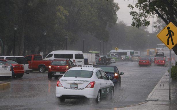 Cierran vialidades por lluvias en SLP