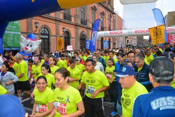 [Galería] 4 mil atletas en el Medio Maratón de la UASLP