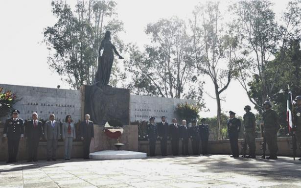 Encabeza JMCL ceremonia de los Niños Héroes