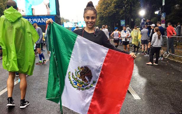 Paola Longoria fue una más en el 44o. Maratón de Berlín
