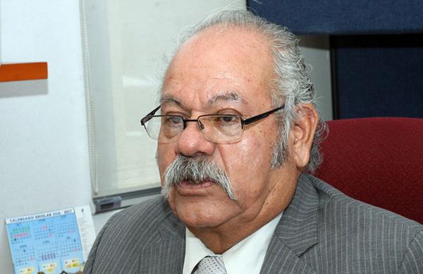 Alfonso Espinoza, nuevo titular de educación Municipal