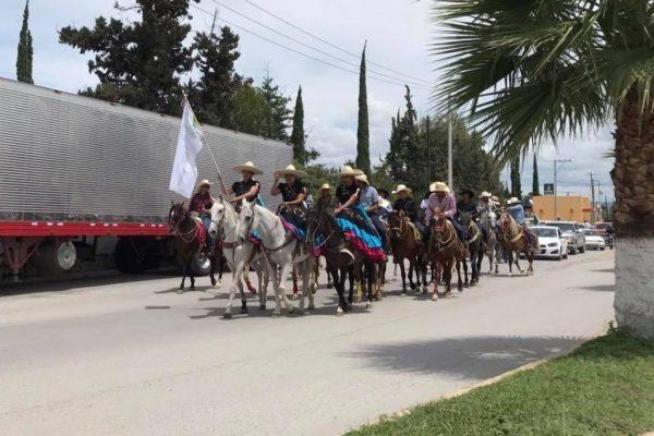 Participan más de 100 jinetes en la cabalgata de la Unidad Revolucionaria