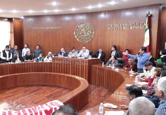 Legisladores mediarán entre  maestros jubilados-autoridades