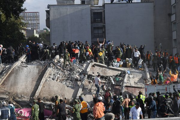 Piden recortar recursos a campañas para destinarlo a afectados del sismo