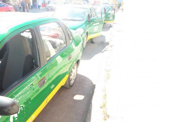Las lluvias benefician el trabajo de los taxistas
