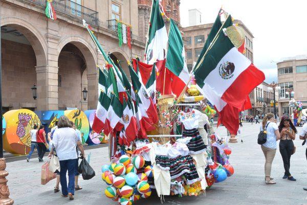 Autorizan 250 ambulantes para Festejos Patrios, en el Centro