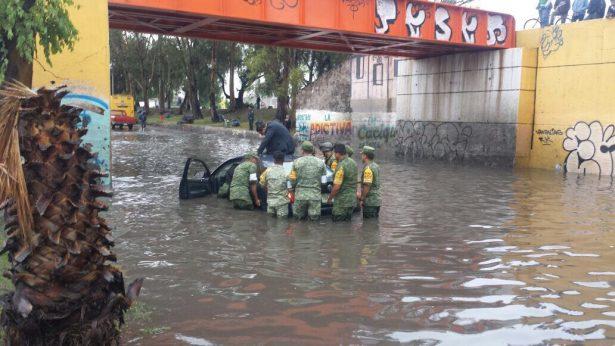 Rescata PC vehículos varados en puente Naranja