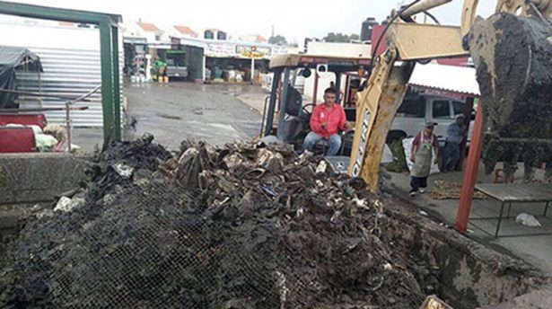 Realizan limpieza en mercados por lluvias