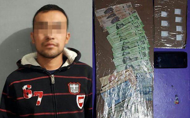 Detienen a hombre en SGS acusado de distribuir droga