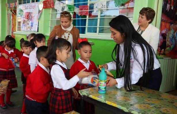 Primaria dona de víveres para damnificados de Chiapas y Oaxaca