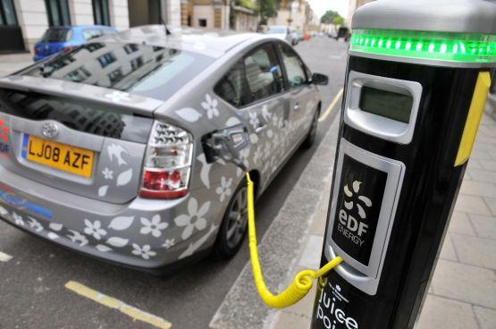 Ya ruedan más autos híbridos en la capital del país